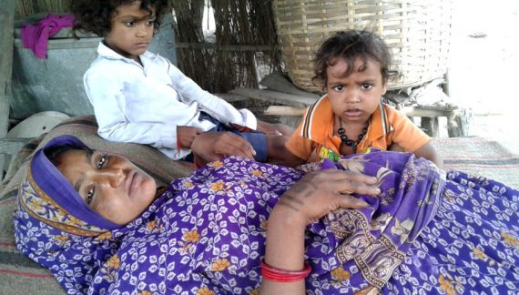 मृत्युका लागि गोबरगाढामा पर्खिदै गर्भवती महिला