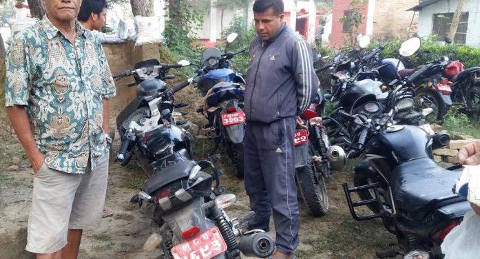 मोटरसाइकल चोरी गर्दागर्दै दुई जना रङ्गेहात पक्राउ